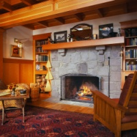 Log cabin decorating and rustic decor for Cabin fireplace pictures