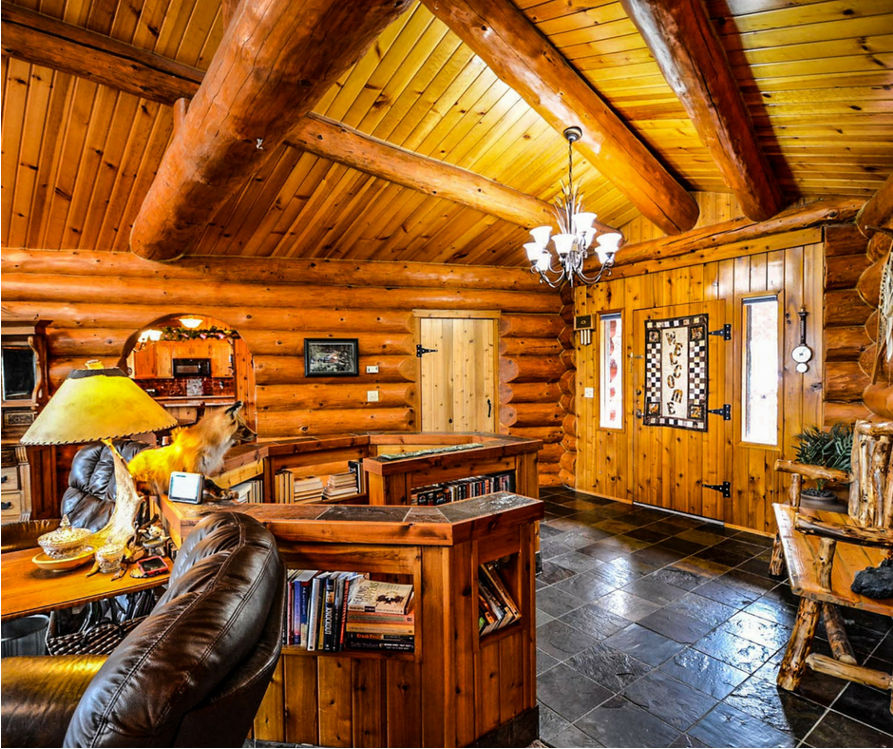 Log cabin decorating - cabin interior.