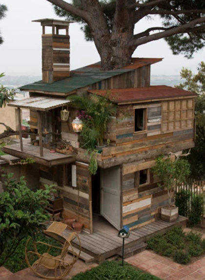 A pallet cabin tree house!