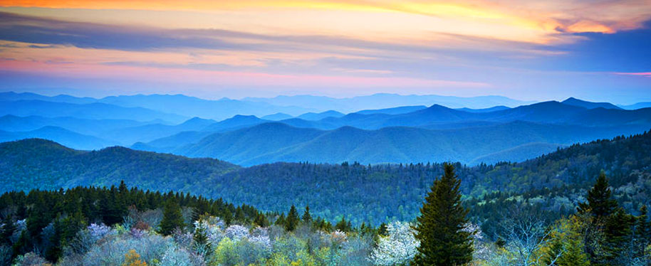 Picture of the Blue Ridge Mountains on the page about renting your cabin.
